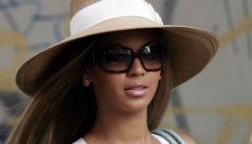 Beyonce on the Set of Pink Panther - May 10, 2004