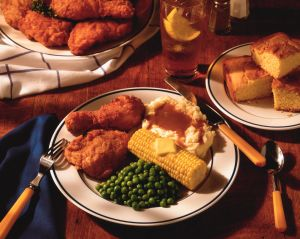 Fried chicken with vegetables and corn bread